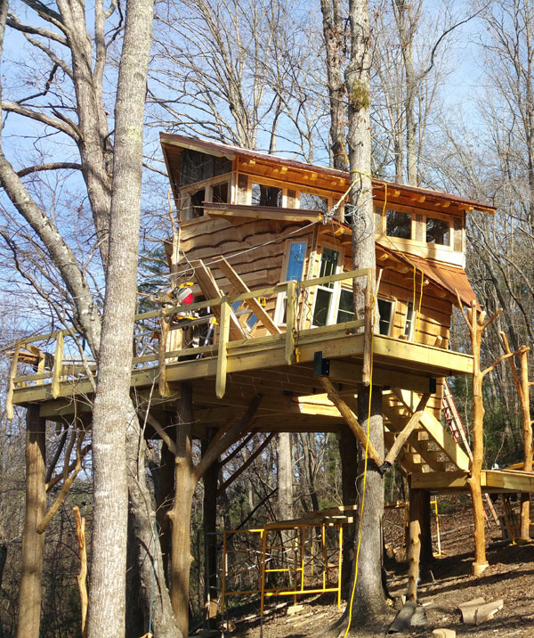 Bear Claw vineyards backyard tree house by The Treehouse Guys